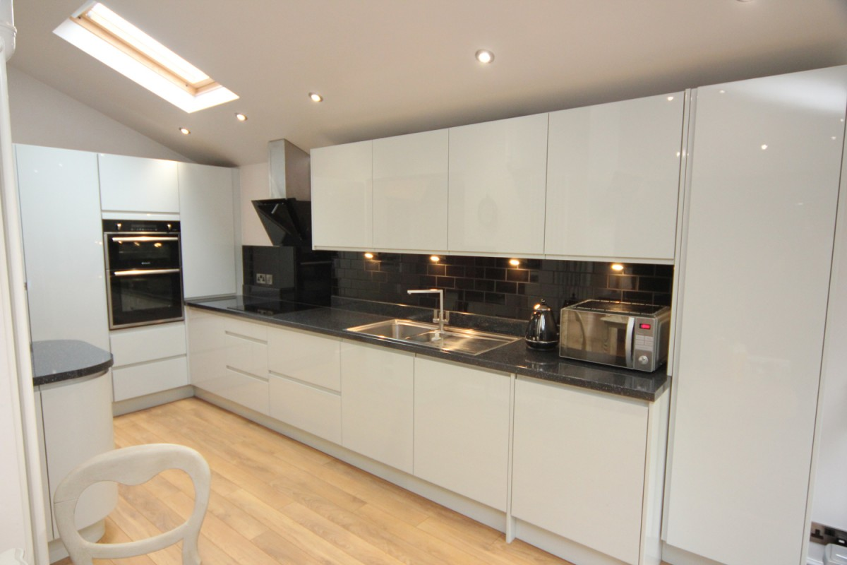 white contemporary kitchen with granite worktops