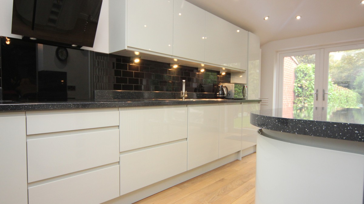 White Contemporary Kitchen with Granite Worktops, Worcester - Diamond ...