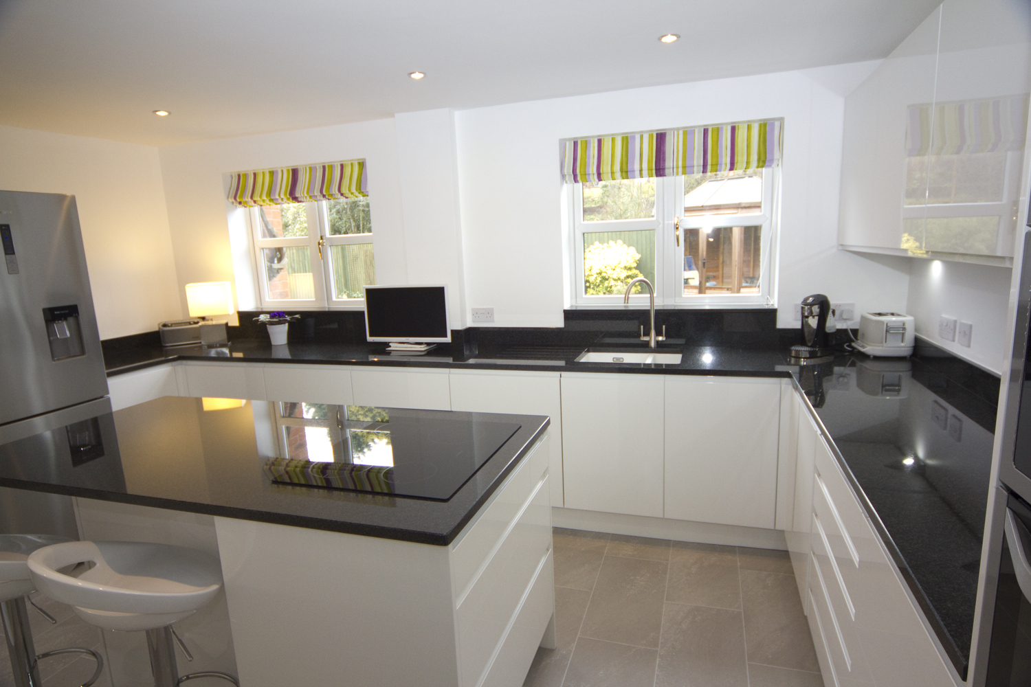 White Contemporary Kitchen Bromsgrove Diamond Kitchens
