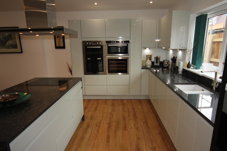 white gloss kitchen with black granite worktops worcester. Black Bedroom Furniture Sets. Home Design Ideas
