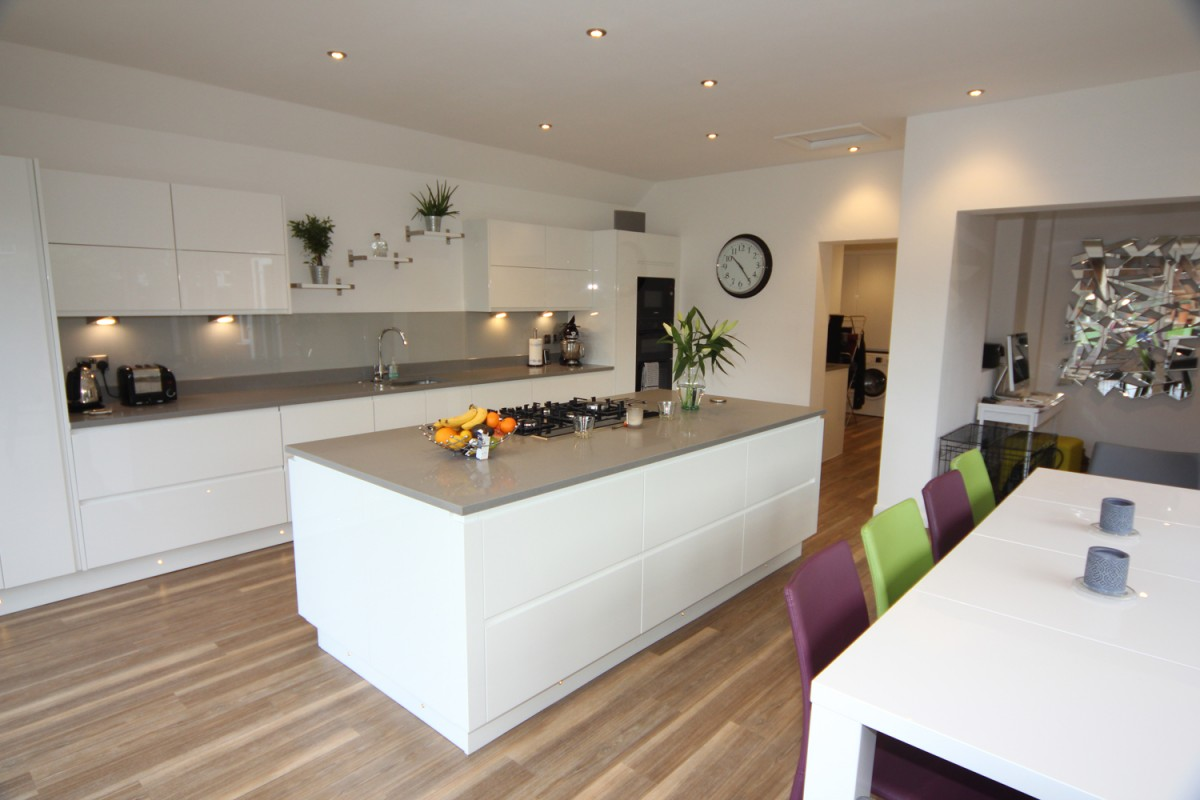 White Gloss Kitchen Droitwich Diamond Kitchens Driotwich - Grey and white gloss kitchen