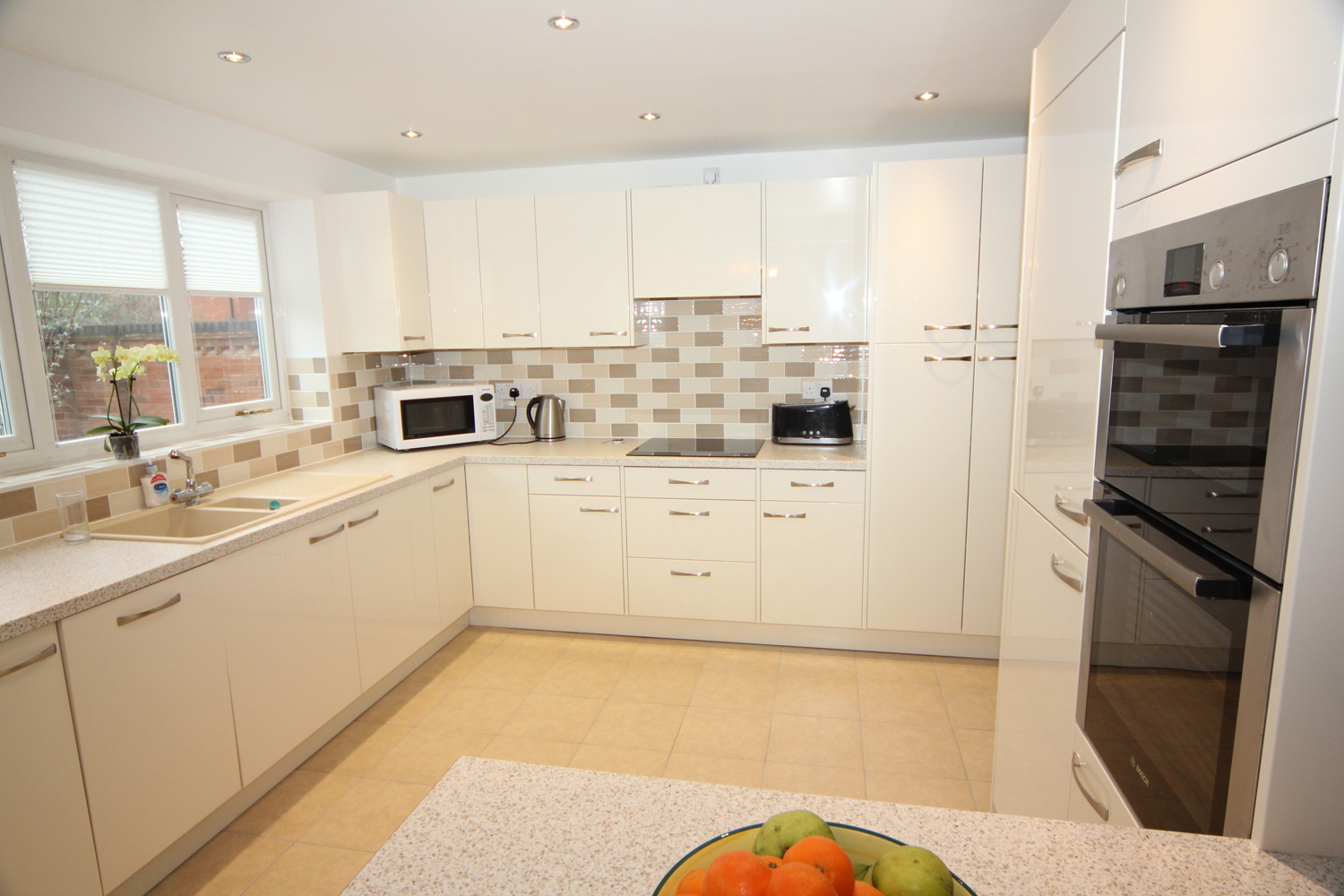 White Glossy Contemporary Kitchen Droitwich Diamond